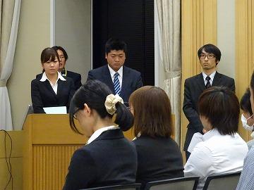 発表者の渡辺さん(向かって右)筒井先輩(真ん中)結城さん(左)みなさん落ち着いて堂々としていて素敵でした
