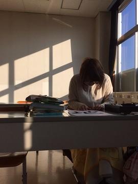 朝の陽ざしをあびて 勉強・・・